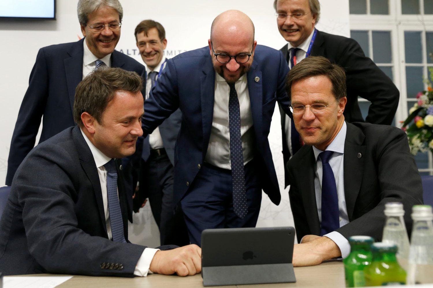 FILE PHOTO: EU leaders including Belgian Prime Minister Charles Michel (C), Netherlands Prime Minister Mark Rutte (R), Luxembourg Prime Minister Xavier Bettel (L) and Italian Prime Minister Paolo Gentiloni (rear left) gather around a computer screen at the European Union leaders summit in Malta, February 3, 2017. REUTERS/Darrin Zammit-Lupi/File Photo