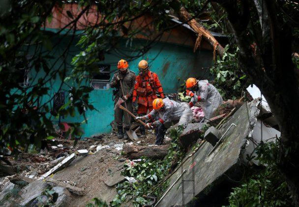 Firefighters work at the site of a mudslide after a heavy rain at the Babilonia slum in Rio de Janeiro, Brazil, April 9, 2019. REUTERS/Pilar Olivares