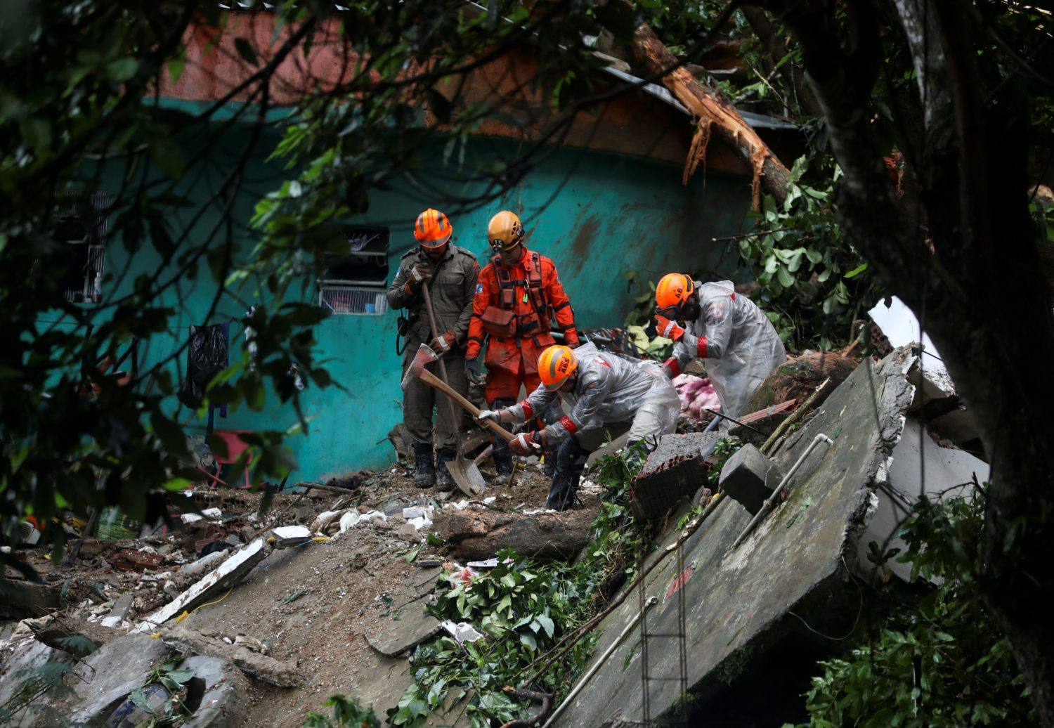 Firefighters work at the site of a mudslide after a heavy rain at the Babilonia slum in Rio de Janeiro, Brazil, April 9, 2019. REUTERS/Pilar Olivares