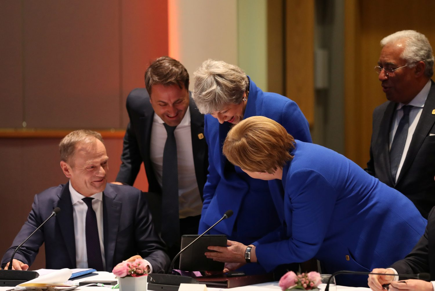 European Council President Donald Tusk, Luxembourg's Prime Minister Xavier Bettel, Britain's Prime Minister Theresa May, Germany's Chancellor Angela Merkel and Portugal's Prime Minister Antonio Costa look at a tablet ahead of a European Council meeting on Brexit at the Europa Building at the European Parliament in Brussels, Belgium April 10, 2019. Kenzo Tribouillard/Pool via REUTERS
