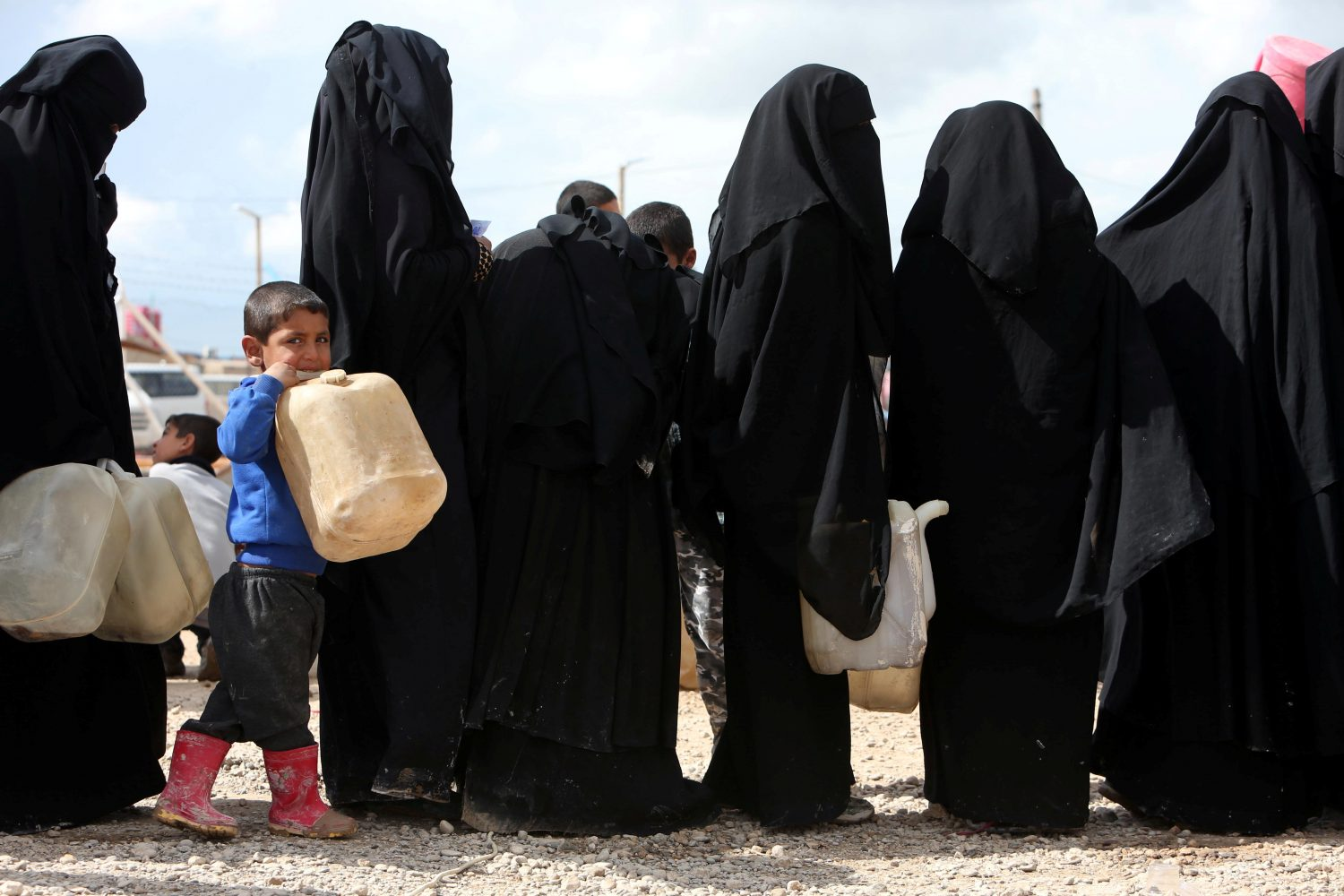Women stand in line to get fuel at al-Hol displacement camp in Hasaka governorate, Syria April 1, 2019. REUTERS/Ali Hashisho/File Photo