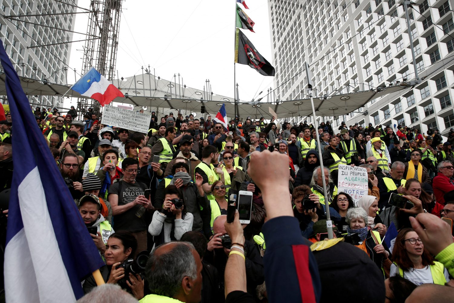 FILE PHOTO: Protesters wearing yellow vests attend a demonstration during the Act XXI (the 21st consecutive national protest on Saturday) of the yellow vests movement at the financial district of La Defense near Paris, France, April 6, 2019. REUTERS/Benoit Tessier/File Photo