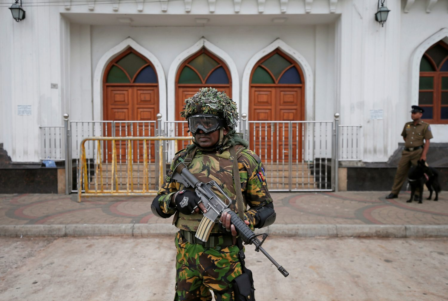 Sri Lankan Special Task Force soldiers stand guard in front of a mosque as a muslim man walks past him during the Friday prayers at a mosque, five days after a string of suicide bomb attacks on Catholic churches and luxury hotels across the island on Easter Sunday, in Colombo, Sri Lanka April 26, 2019. REUTERS/Dinuka Liyanawatte