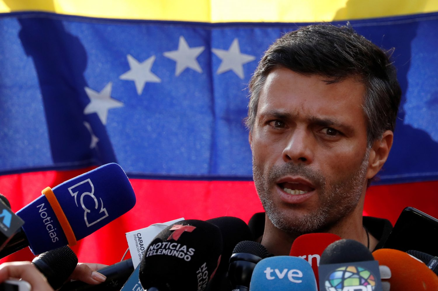 Venezuelan opposition leader Leopoldo Lopez talks to the media at the residence of the Spanish ambassador in Caracas, Venezuela May 2, 2019. REUTERS/Carlos Garcia Rawlins