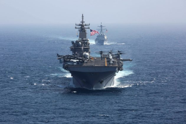 FILE PHOTO: The U.S. Navy amphibious assault ship USS Kearsarge and the Arleigh Burke-class guided-missile destroyer USS Bainbridge sail in the Arabian Sea May 17, 2019. U.S. Navy/Mass Communication Specialist 1st Class Brian M. Wilbur/Handout via REUTERS.