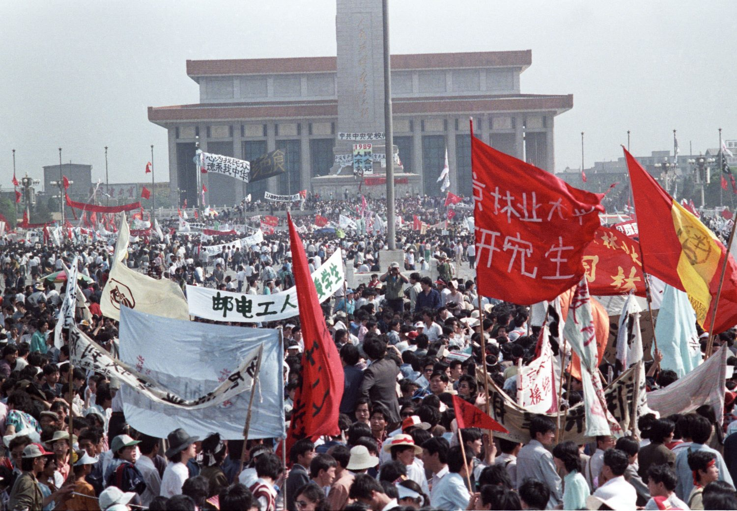FILE PHOTO: Hundreds of thousands of people fill Beijing's central Tiananmen Square, China, May 17, 1989 in front of the Monument to the People's Heroes and Mao's mausoleum. REUTERS/Ed Nachtrieb/File Photo