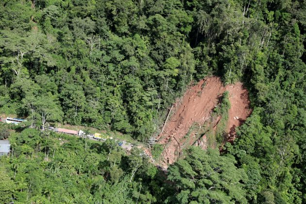 An aerial view shows a landslide caused by a quake in Yurimaguas, in the Amazon region, Peru May 26, 2019. REUTERS/Guadalupe Pardo