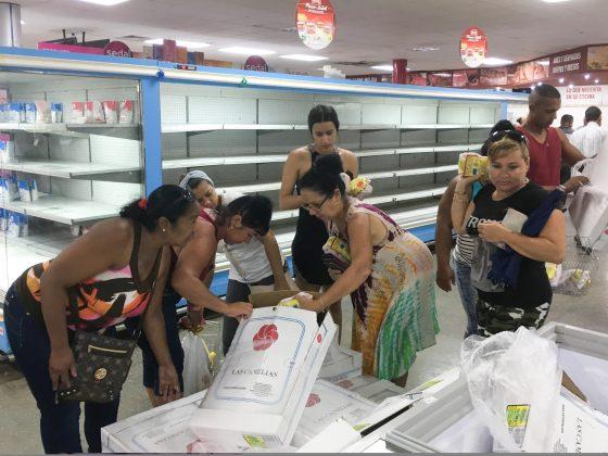 FILE PHOTO: People buy chicken in a supermarket in Havana, Cuba May 13, 2019. REUTERS/Sarah Marsh