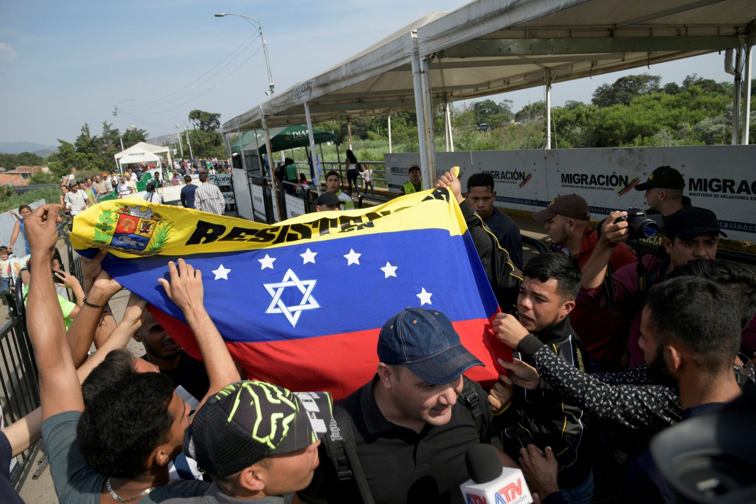 FILE PHOTO: People protest at the Simon Bolivar International border bridge between Colombia and Venezuela, on the outskirts of Cucuta, Colombia April 30, 2019. REUTERS/Juan Pablo Bayona/File Photo