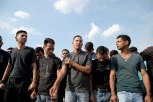 FILE PHOTO: Venezuelan military deserters of the National Guard are seen at the Simon Bolivar International border bridge between Colombia and Venezuela, on the outskirts of Cucuta, Colombia April 30, 2019. REUTERS/Juan Pablo Bayona/File Photo