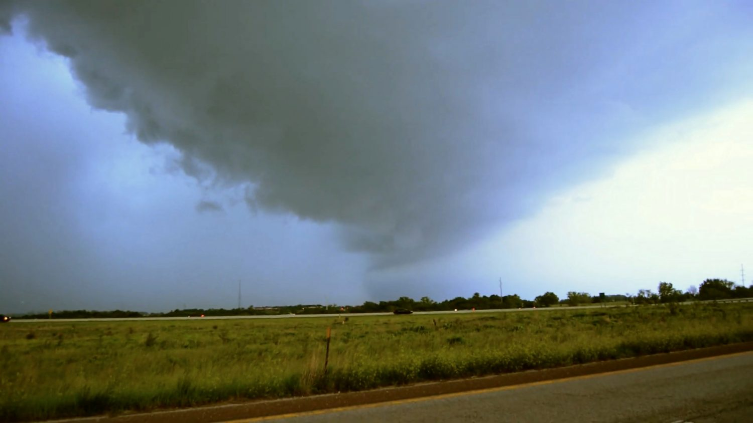 A storm cloud is seen in Shawnee, Kansas, U.S. in this still image taken from a May 28, 2019 video obtained from social media. Daniel Hogue/via REUTERS