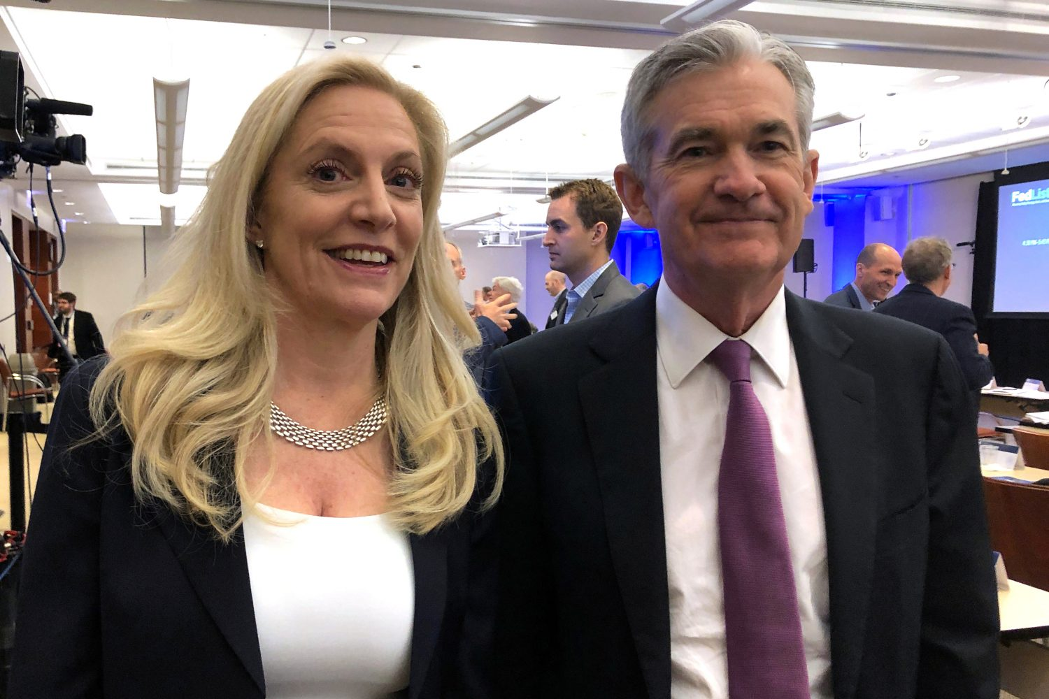 FILE PHOTO: Federal Reserve Chairman Jerome Powell poses for photos with Fed Governor Lael Brainard (L) at the Federal Reserve Bank of Chicago, in Chicago, Illinois, U.S., June 4, 2019. REUTERS/Ann Saphir