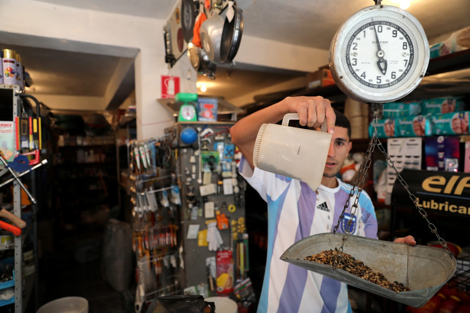 A man weighs coffee beans, given as a means of payment, in a hardware store in Guarico, Venezuela April 24, 2019. Picture taken April 24, 2019. REUTERS/Manaure Quintero NO RESALES. NO ARCHIVES.