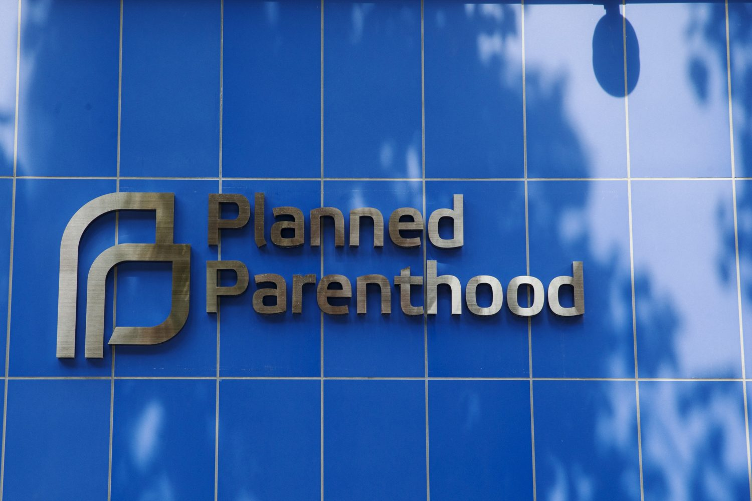 FILE PHOTO: A sign is pictured at the entrance to a Planned Parenthood building in New York August 31, 2015. REUTERS/Lucas Jackson/File Photo