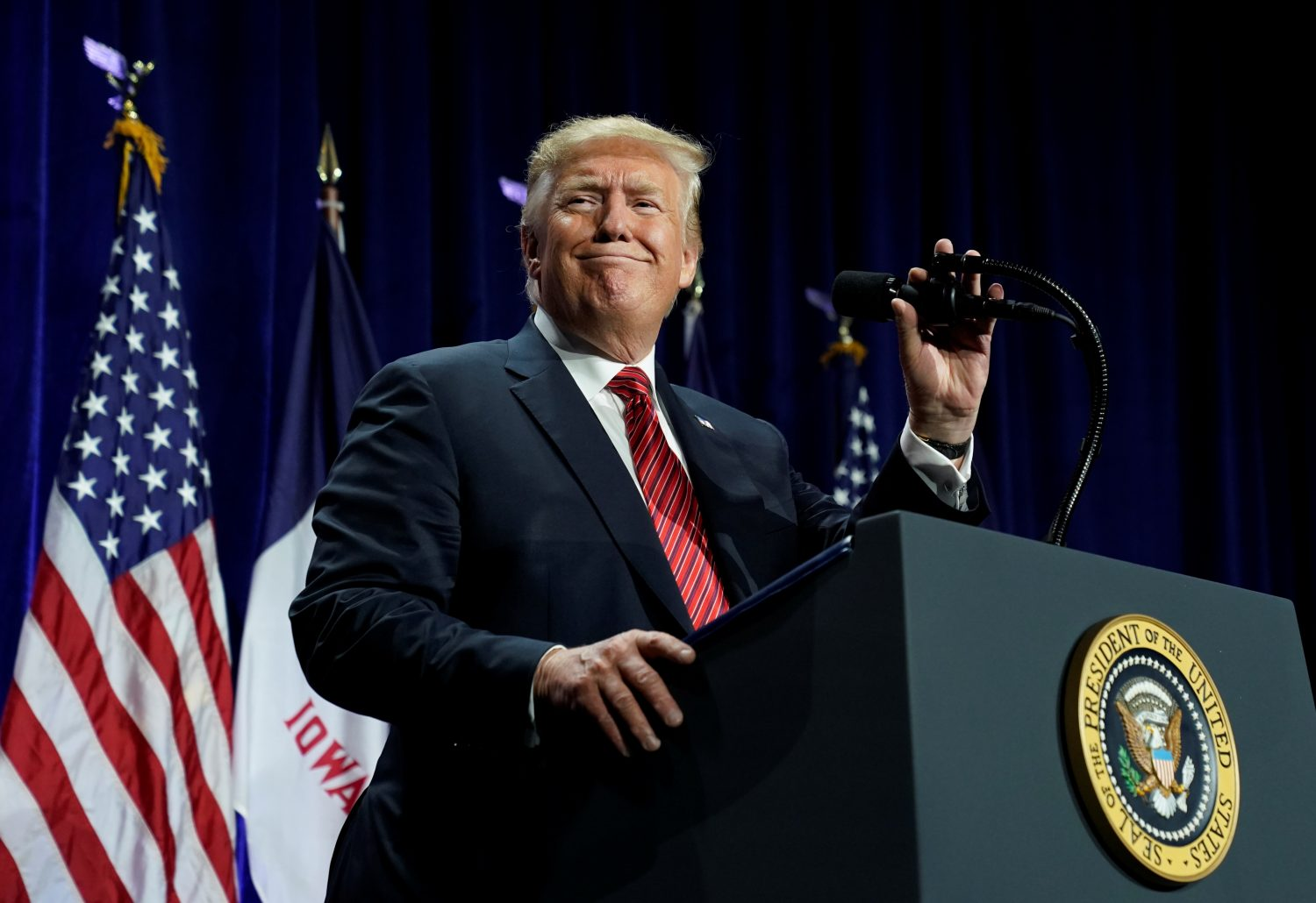 FILE PHOTO: U.S. President Donald Trump speaks at a fundraiser in Des Moines, Iowa, June 11, 2019. REUTERS/Kevin Lamarque