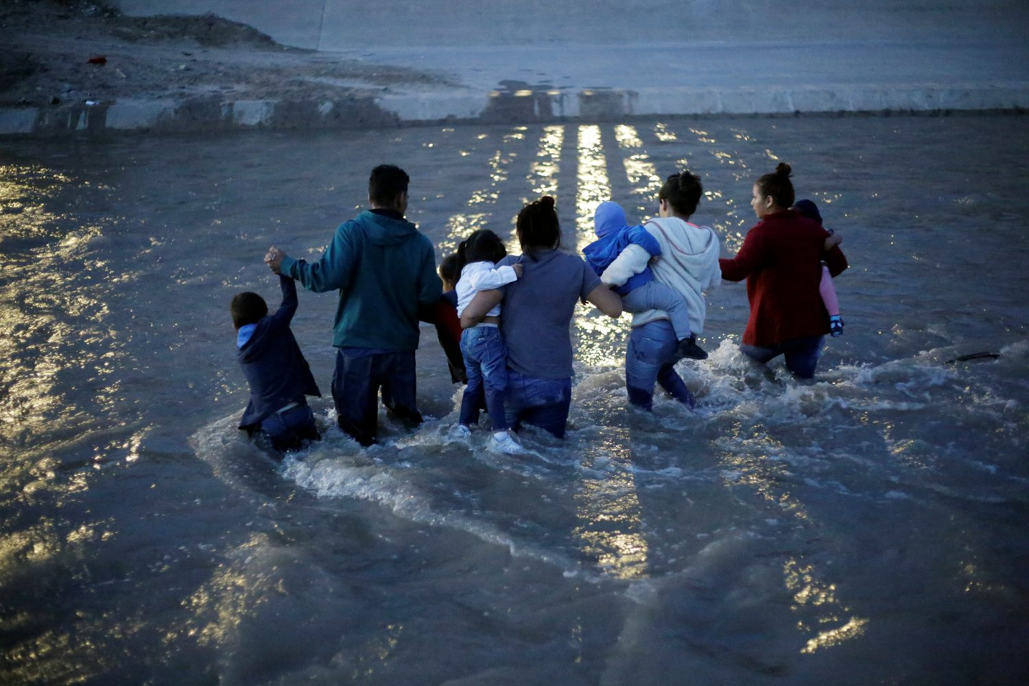 Migrants from Central America cross the Rio Bravo river to enter illegally into the United States to turn themselves in to request for asylum in El Paso, Texas, U.S., as seen from Ciudad Juarez, Mexico June 11, 2019. Picture taken June 11, 2019. REUTERS/Jose Luis Gonzalez