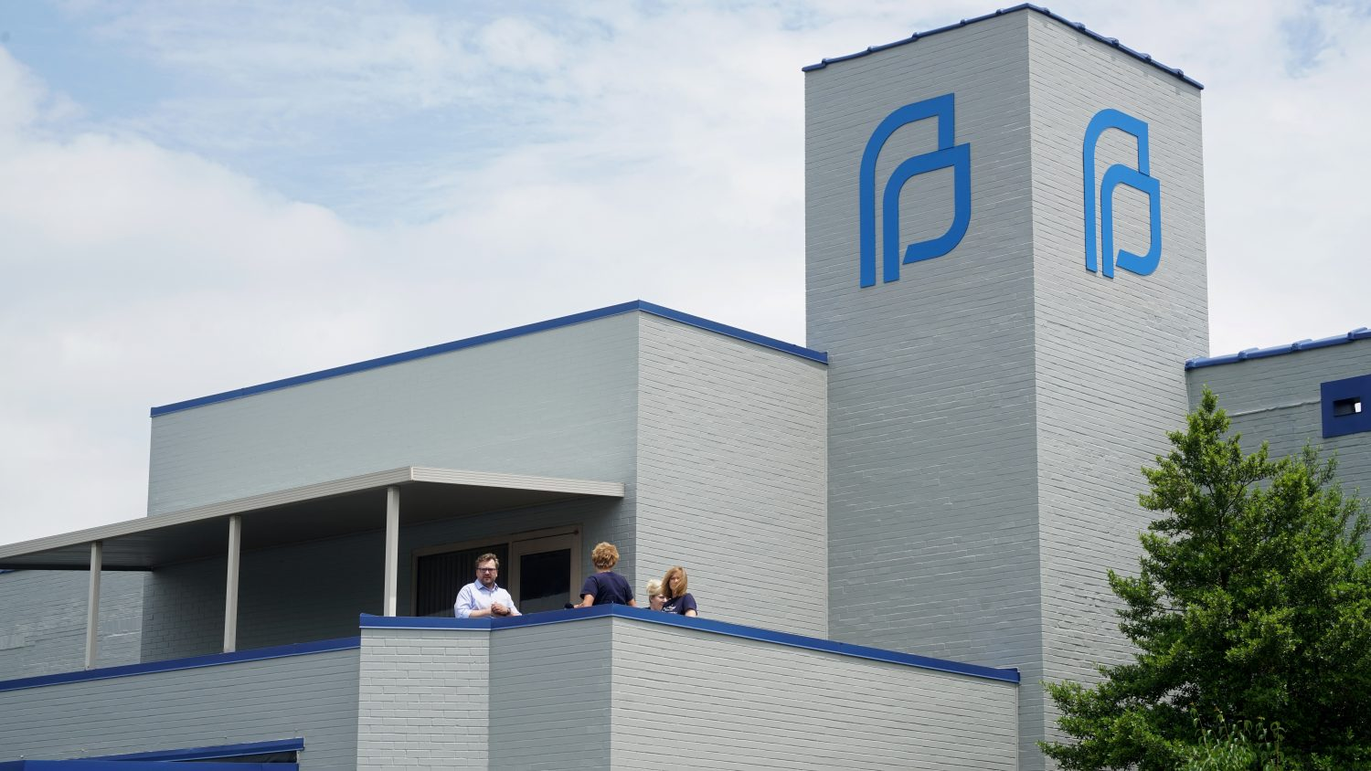 FILE PHOTO: Planned Parenthood's employees look on as anti-abortion rights advocates hold a rally in St. Louis, Missouri, U.S., June 4, 2019. REUTERS/Lawrence Bryant