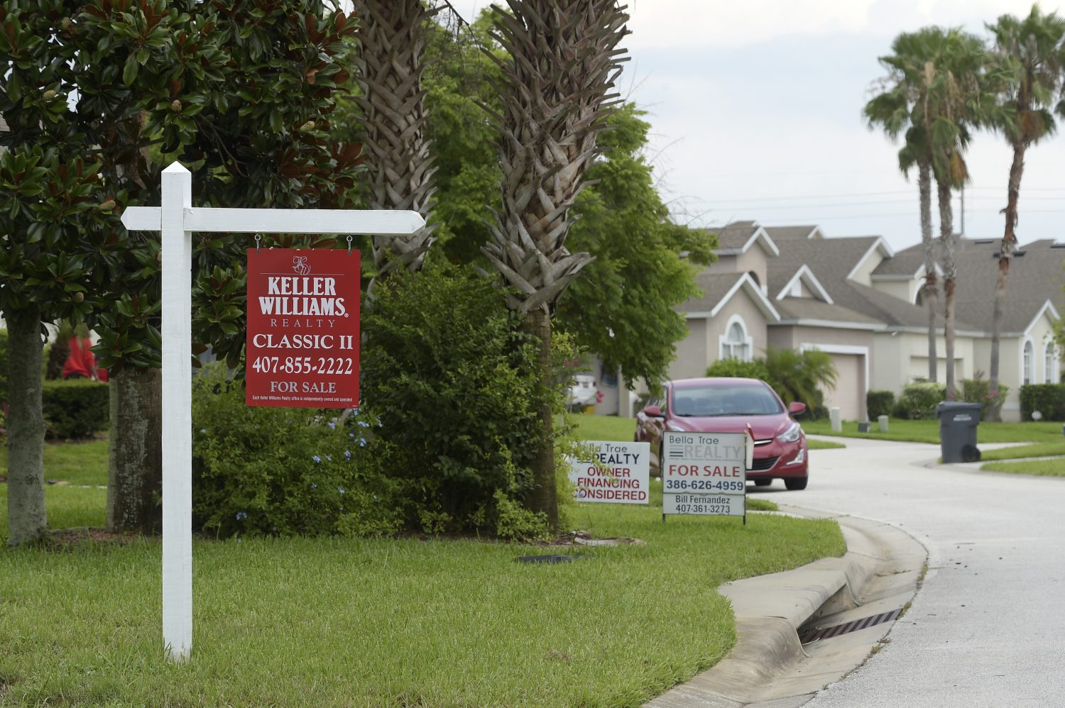 FILE PHOTO: For Sale signs stand in front of houses in a neighborhood in Davenport, Florida, U.S., June 29, 2016. REUTERS/Phelan Ebenhack