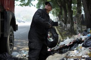 A Venezuelan soldier loads a truck with garbage at a street in San Cristobal, Venezuela, March 27, 2019. Picture taken March 27, 2019. REUTERS/Carlos Eduardo Ramirez