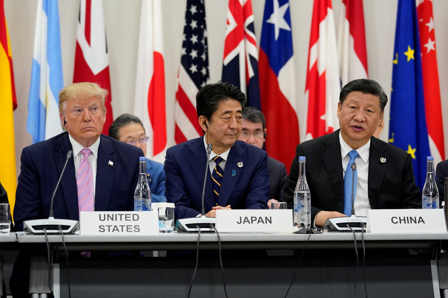 Japan's Prime Minister Shinzo Abe is flanked by U.S. President Donald Trump and China's President Xi Jinping during a meeting at the G20 leaders summit in Osaka, Japan, June 28, 2019. REUTERS/Kevin Lamarque