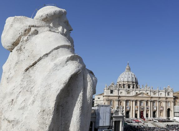 FILE PHOTO: A general view of St. Peter's square as Pope Benedict XVI conducts a special mass in Vatican City in this October 21, 2012 file photograph. REUTERS/Stefano Rellandini /Files