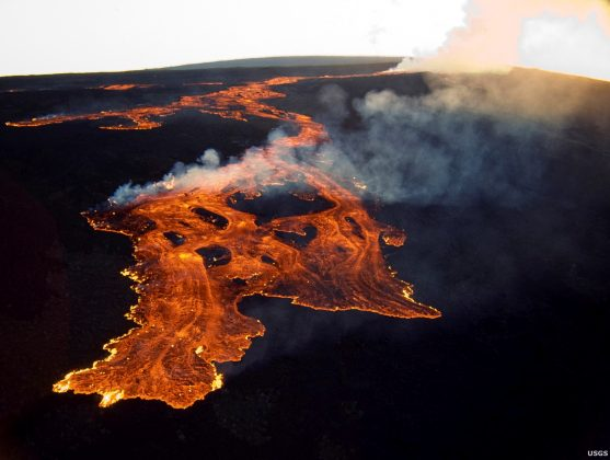 FILE PHOTO: The Mauna Loa volcano on the island of Hawaii is shown in this March 25, 1984 handout photo provided by the U.S. Geological Survey, and released to Reuters on June 19, 2014. U.S. Geological Survey/Handout via Reuters