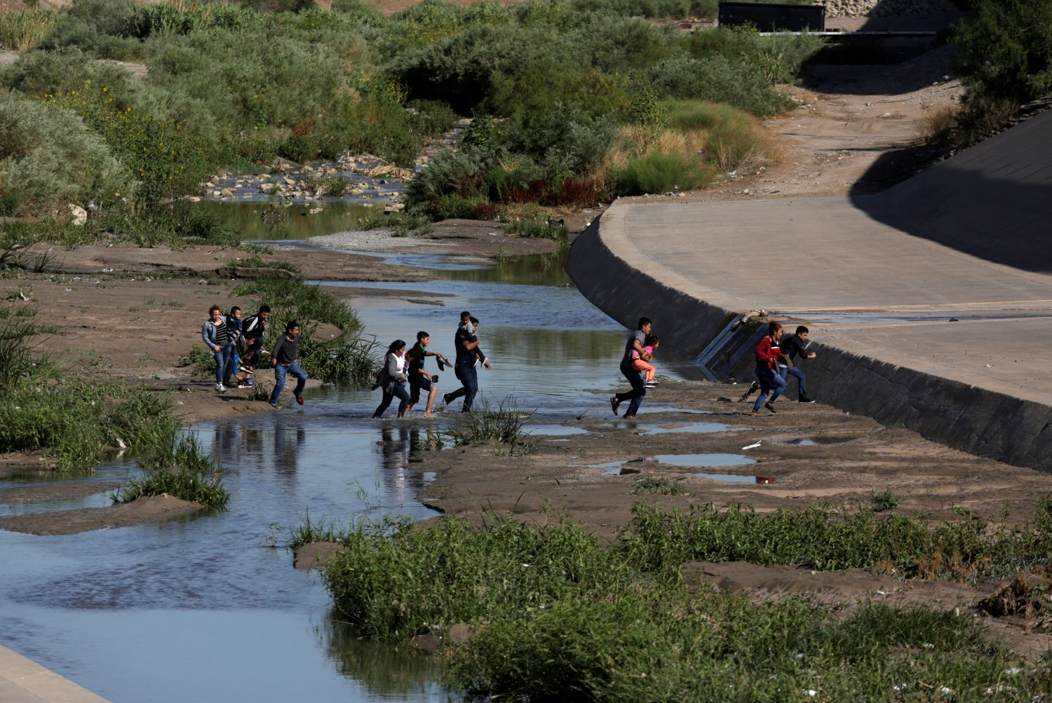 Migrants cross the Rio Bravo to enter illegally into the United States, to turn themselves in to request asylum, as seen from Ciudad Juarez, Mexico July 12, 2019. REUTERS/Daniel Becerr