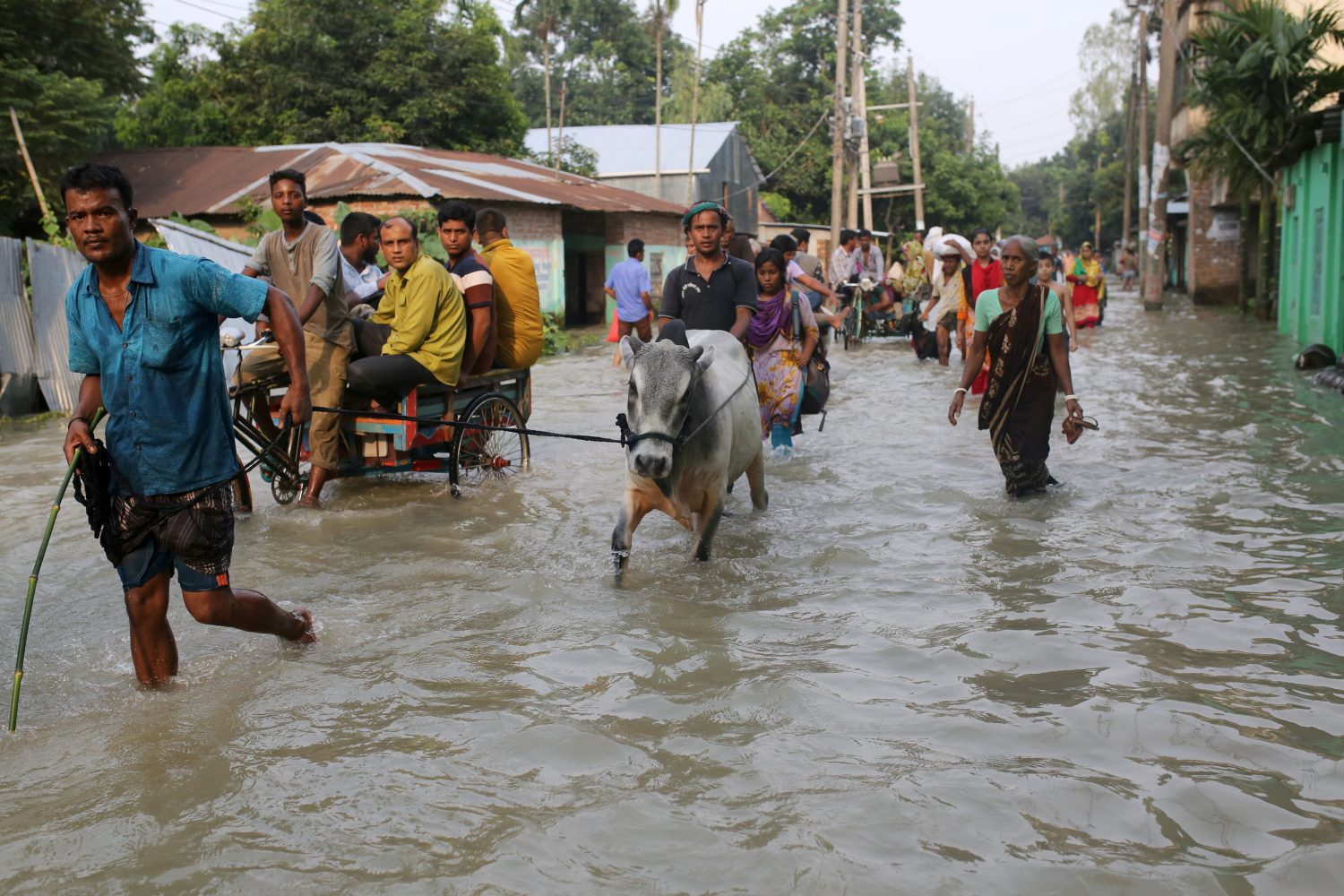 People move along a flooded road in Gaibandha, Bangladesh July 18, 2019. REUTERS/Stringer NO RESALES. NO ARCHIVES