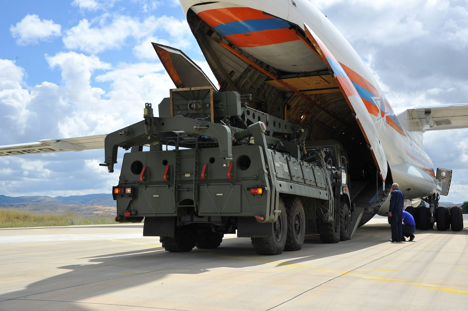 FILE PHOTO: First parts of a Russian S-400 missile defense system are unloaded from a Russian plane at Murted Airport, known as Akinci Air Base, near Ankara, Turkey, July 12, 2019. Turkish Military/Turkish Defence Ministry/Handout via REUTERS/File Photo