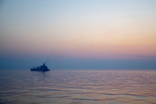 FILE PHOTO: Fleet replenishment oiler USNS Big Horn (T-AO 198) steams out to sea after a vertical replenishment with amphibious assault ship USS Boxer (LHD 4), Arabian Sea off Oman, July 19, 2019.Justin D. Rankin/U.S. Navy/Handout via REUTERS/File Photo