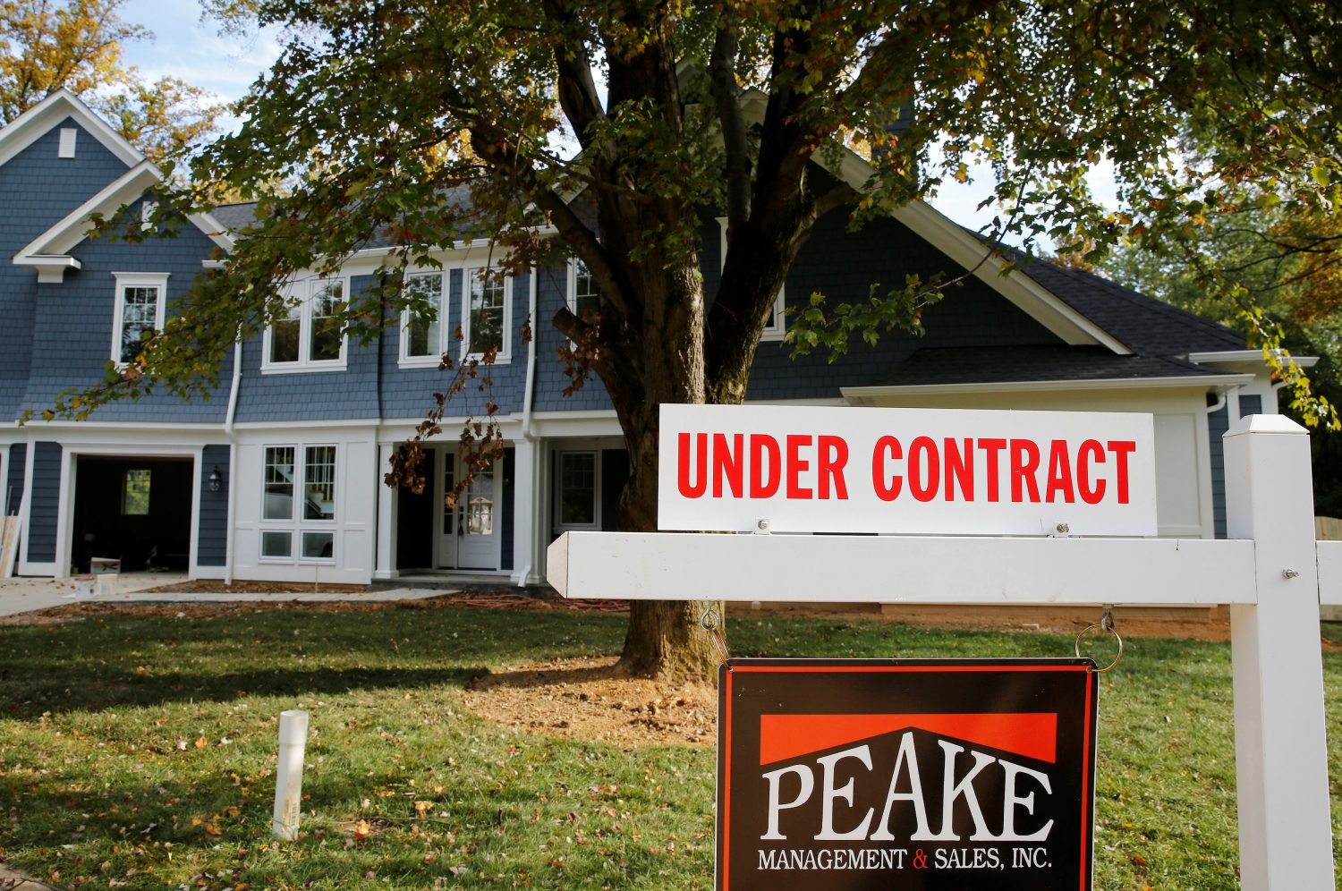 "FILE PHOTO: A real estate sign advertising a home ""Under Contract"" is pictured in Vienna, Virginia, outside of Washington, October 20, 2014. REUTERS/Larry Downing"