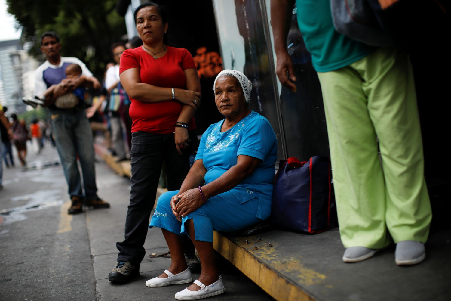 People wait for transportation outside a closed metro station during a blackout in Caracas, Venezuela July 22, 2019. REUTERS/Carlos Garcia Rawlins
