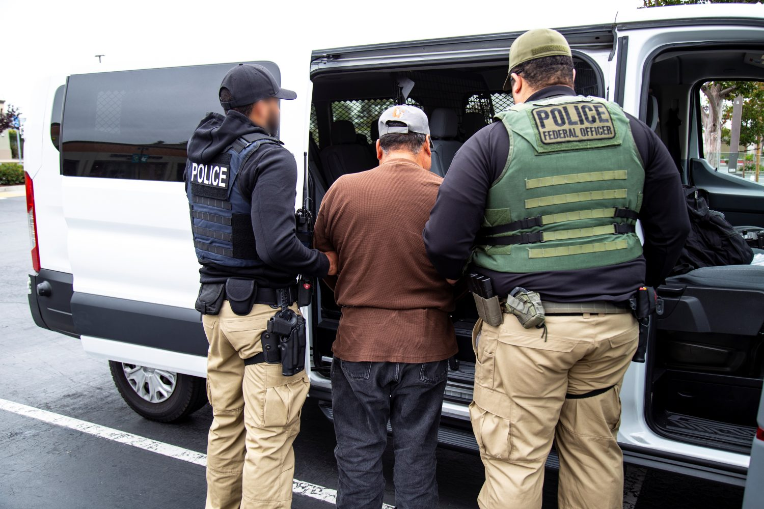 FILE PHOTO: U.S. Immigration and Customs Enforcement officers make an arrest after carrying out a raid in San Francisco, California, U.S. in this July 7, 2019 handout photo. Ron Rogers/U.S. Immigration and Customs Enforcement/Handout via REUTERS
