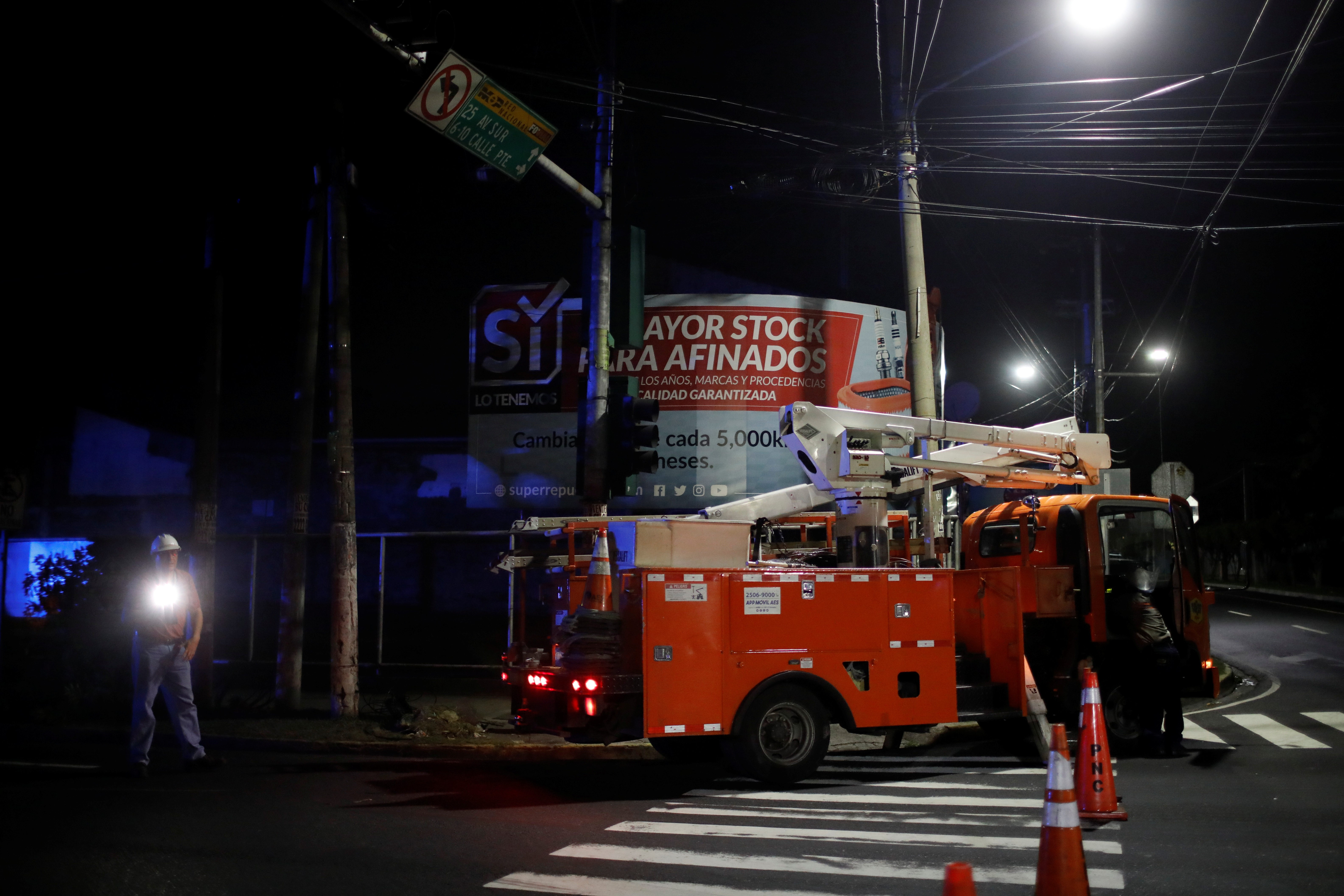 Electrical power company workers check transmission lines after an earthquake in San Salvador, El Salvador, July 31, 2019. REUTERS/Jose Cabezas