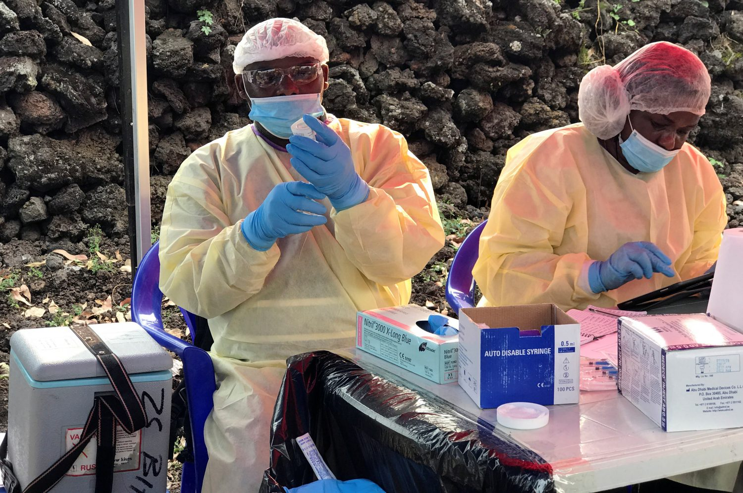 FILE PHOTO: Congolese health workers prepare to administer ebola vaccination to residents at a centre in Goma, Democratic Republic of Congo, August 1, 2019. REUTERS/Djaffer Sabiti