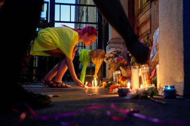 A mourner leaves a candle at the scene of a mass shooting in Dayton, Ohio, U.S. August 4, 2019. REUTERS/Bryan Woolston