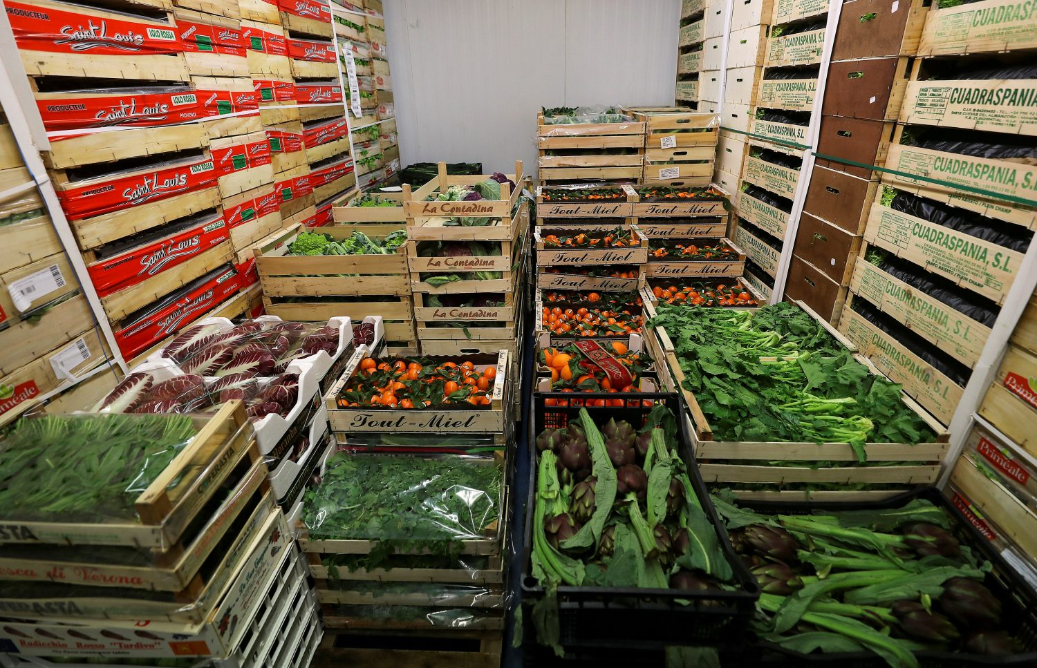 FILE PHOTO: Fruit and vegetables sit in cold storage at the New Covent Garden wholesale market in London, Britain, February 3, 2018. REUTERS/Simon Dawson/File Photo