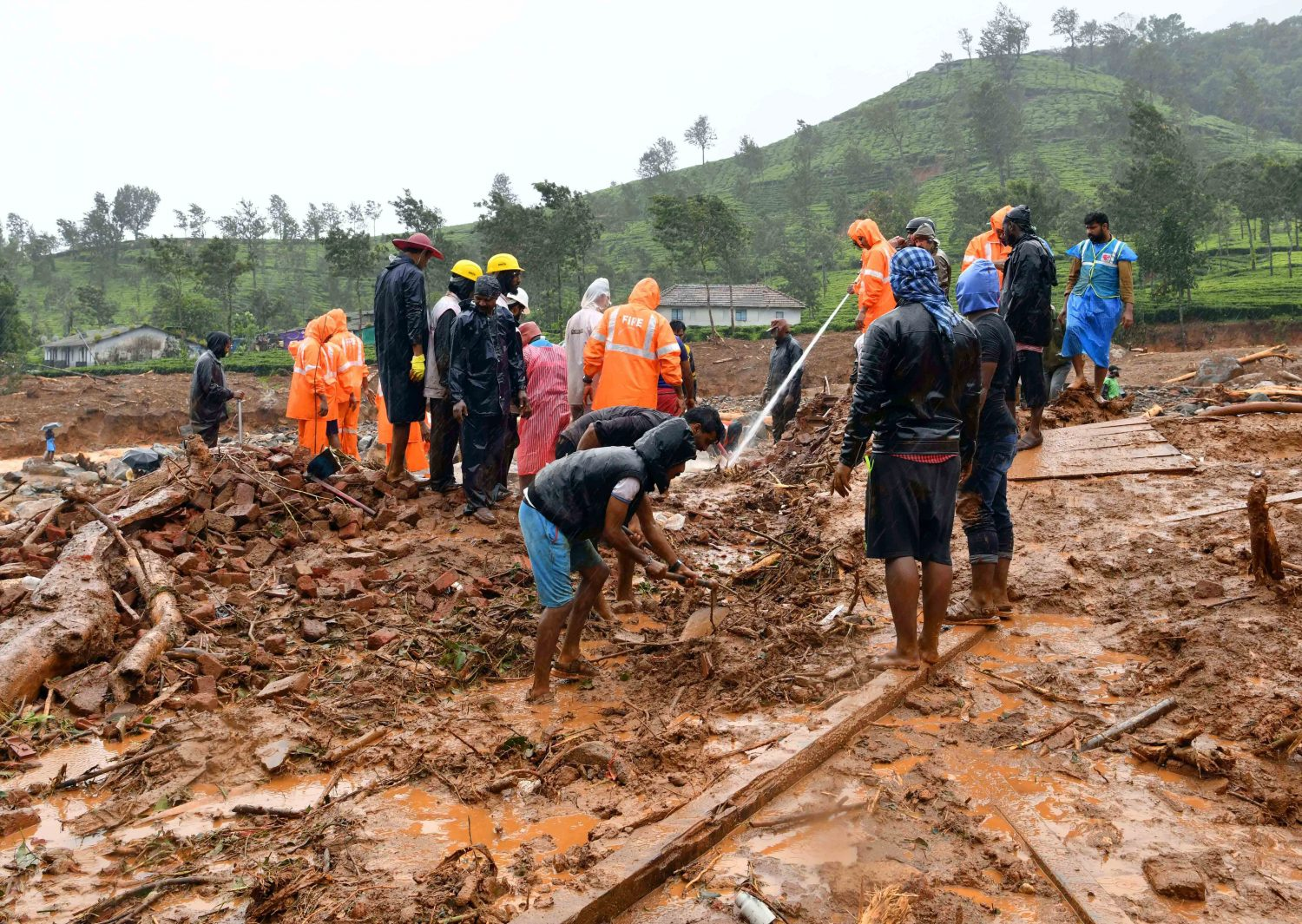 FILE PHOTO: Rescuers remove debris as they search for victims of a landslide caused by torrential monsoon rains in Meppadi in Wayanad district in the southern Indian state of Kerala, India, August 10, 2019. REUTERS/Stringer