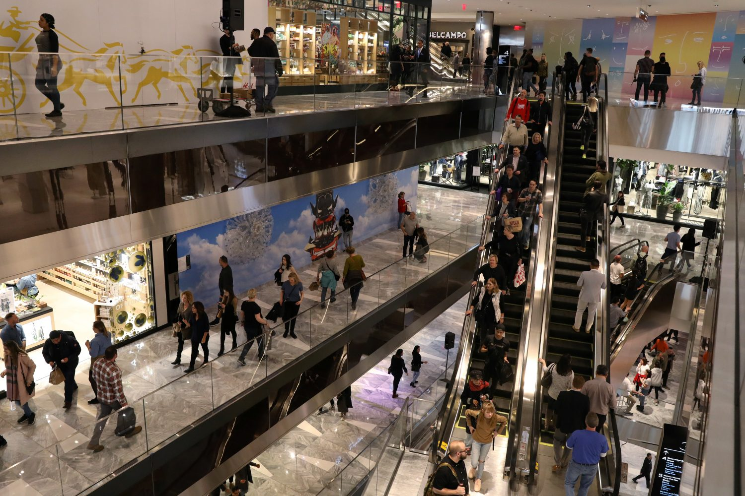 FILE PHOTO: People tour The Shops during the grand opening of The Hudson Yards development, a residential, commercial, and retail space on Manhattan's West side in New York City, New York, U.S., March 15, 2019. REUTERS/Brendan McDermid