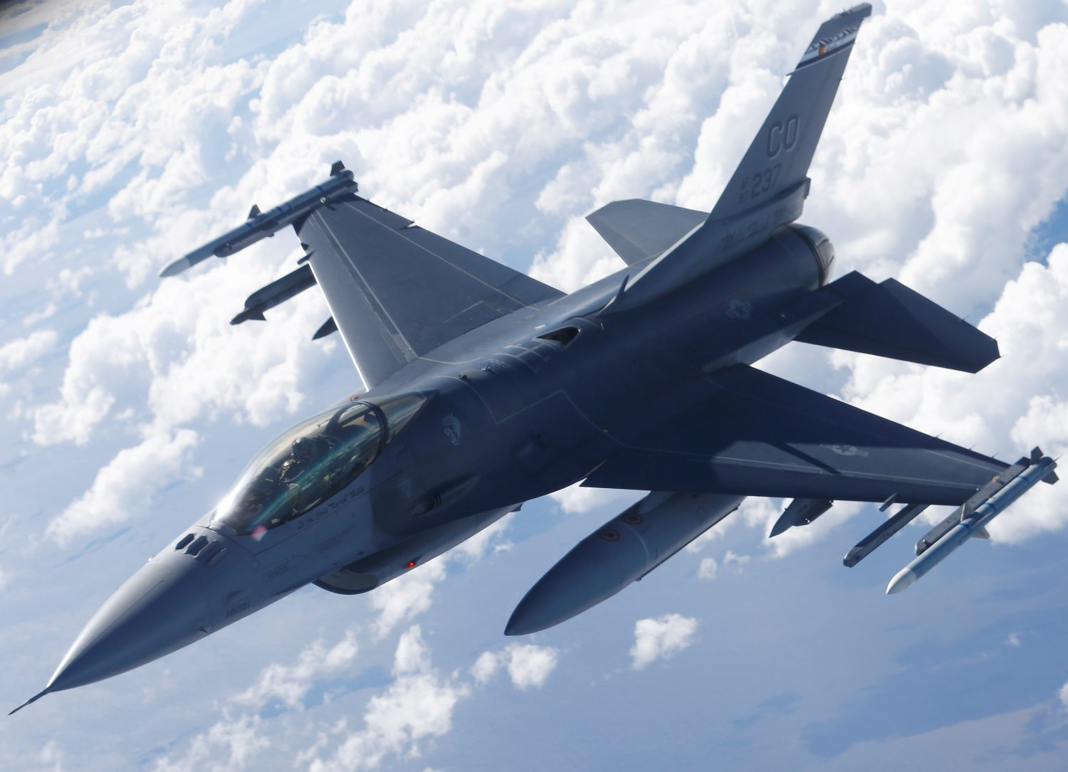 FILE PHOTO: A U.S. Air Force F-16 fighter taking part in the U.S.-led Saber Strike exercise flies over Estonia June 6, 2018. REUTERS/Ints Kalnins/File Photo