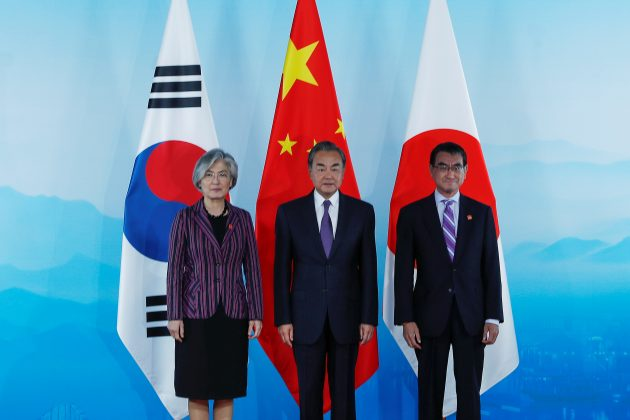 Chinese Foreign Minister Wang Yi, South Korean Foreign Minister Kang Kyung-wha and Japanese Foreign Minister Taro Kono pose for photo ahead of the ninth trilateral foreign ministers' meeting among China, South Korea and Japan at Gubei Town in Beijing, China, 21 August 2019. Wu Hong/Pool via REUTERS