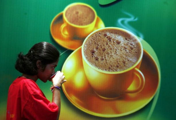 A visitor drinks coffee at the 'International Coffee Festival 2007' in the southern Indian city of Bangalore February 25, 2007. REUTERS/Jagadeesh Nv (INDIA) - GM1DURPKFSAA